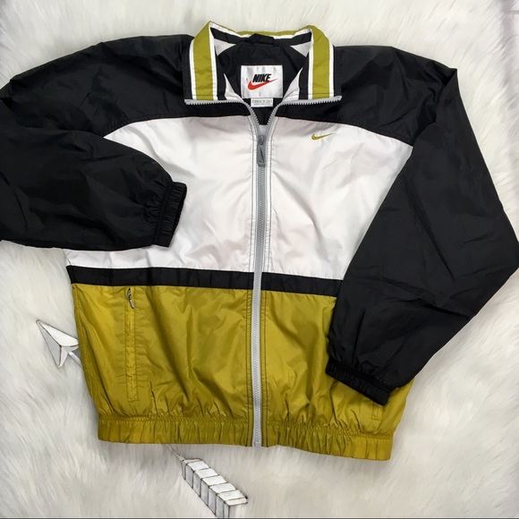 c74a687236d7 Vintage Nike Women s Windbreaker Jacket. M 5b81d3d91b16db596fc2b025